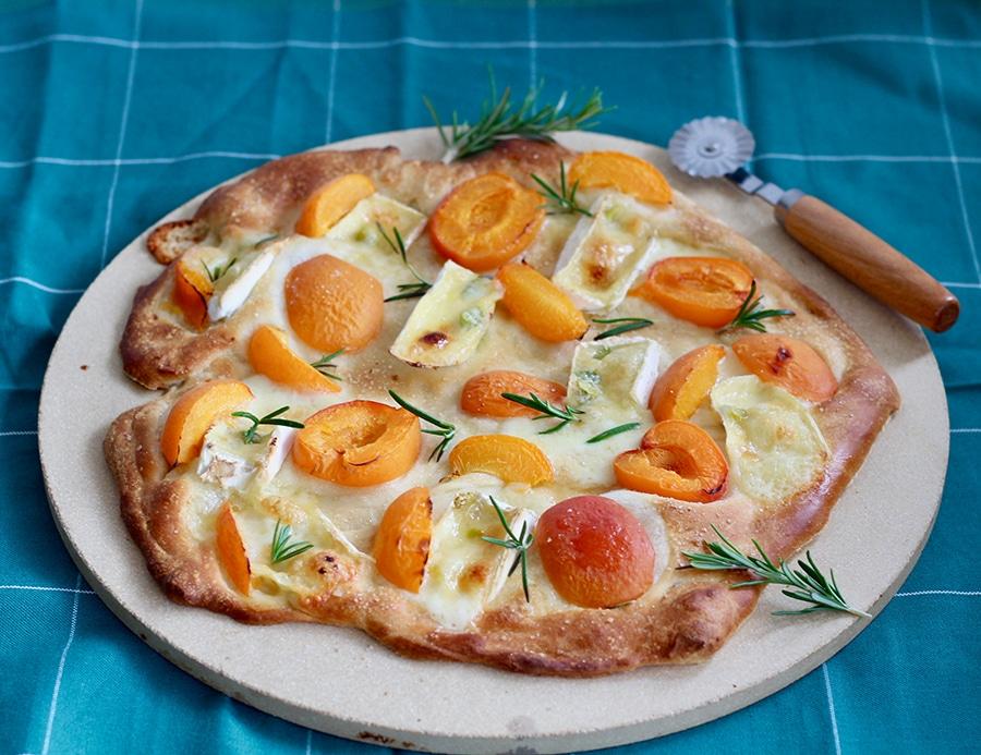 TYROLIT life Marillen Pizza mit Camemberg & Rosmarin