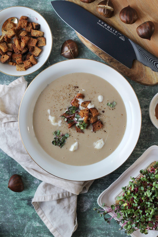 Maroni Suppe mit Zimt und Brotwürfeln